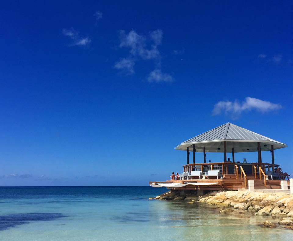 Ocean, Bar, Jamaica, travel, lifestyle blog, branding